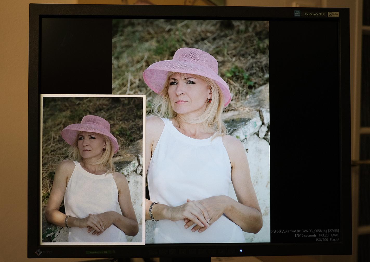 Porovnanie papierovej fotografie a fotografie na monitore